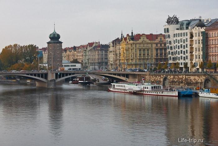 Набережные Праги с финтифлюшками на крыше