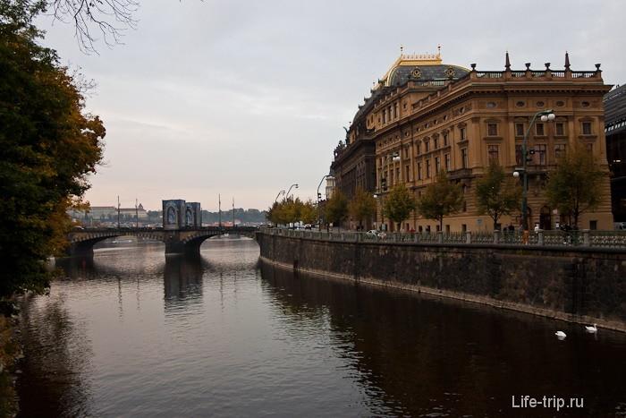 Набережная реки Влтавы, центр Праги