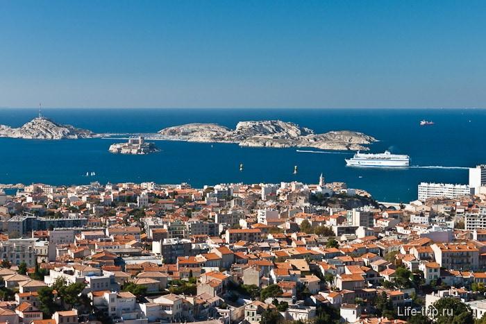 Город Марсель и берег Средиземного моря