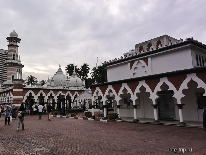 Мечеть Джамек (Masjid Jamek) была закрыта