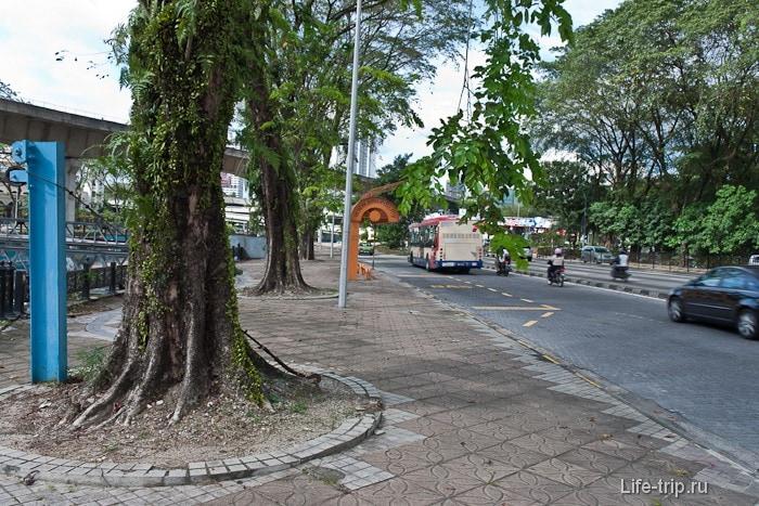 Тротуары здесь нужны так как есть пешеходы