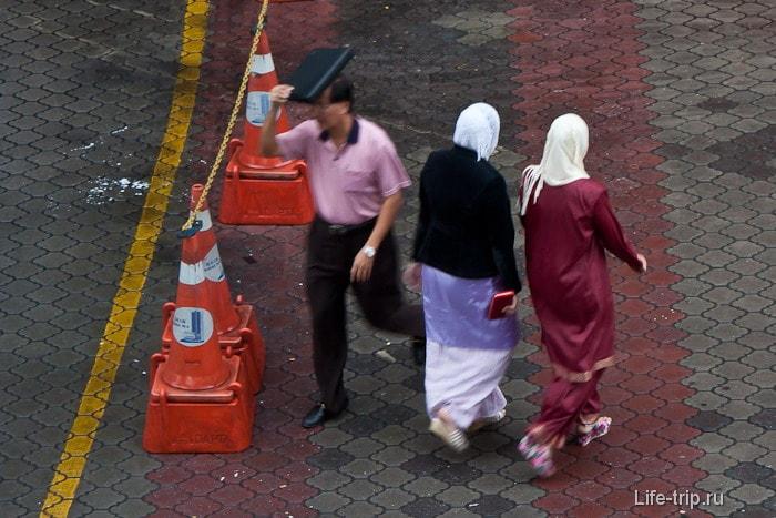 Мусульманские дамы в платочках