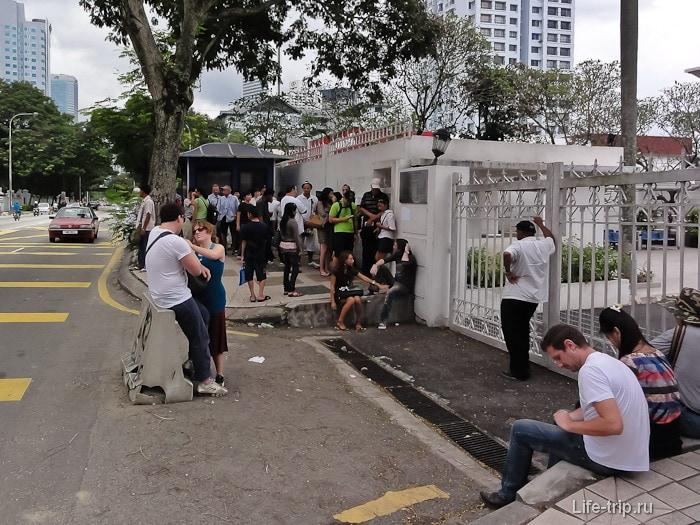 Очередь перед тайским консульством в Куала-Лумпур