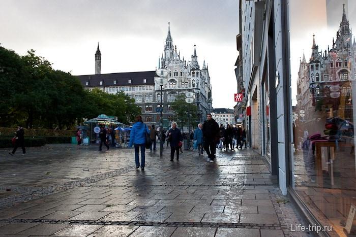 Старый город Мюнхена с современными витринами