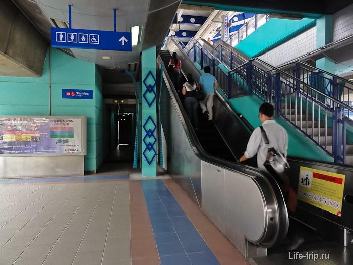 Туалет на станции LRT в метро Куала Лумпур
