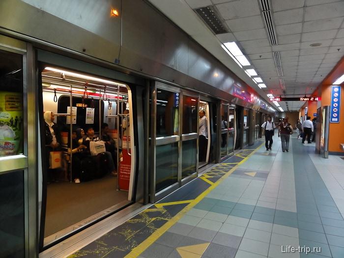 Станция LRT в метро Куала Лумпур
