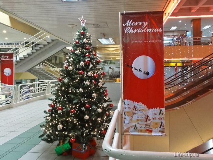 Новый год в торговом центре Ampang Park