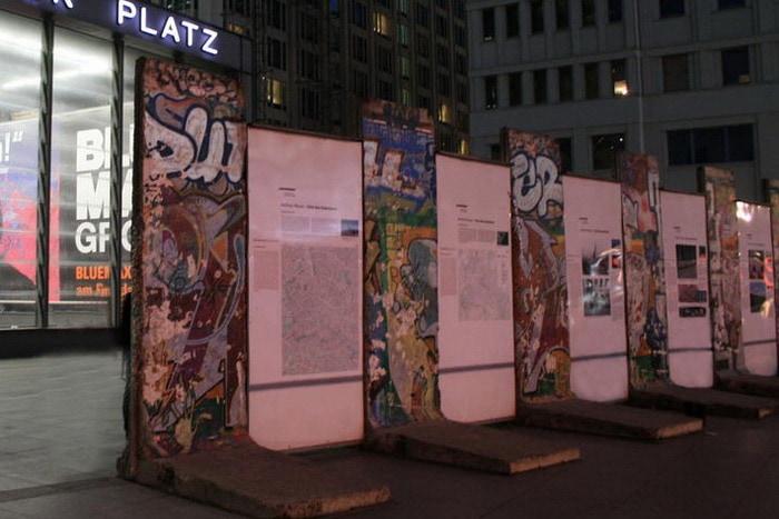 Фрагменты Берлинской стены на Potsdamer Platz