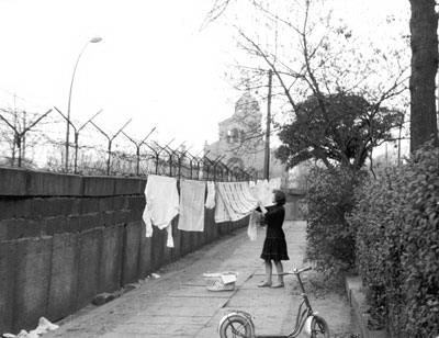 Западный Берлин, жизнь за Берлинской стеной