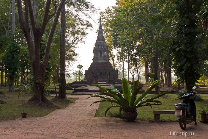Древний Ват в Чианг Саен Wat Pa Sak