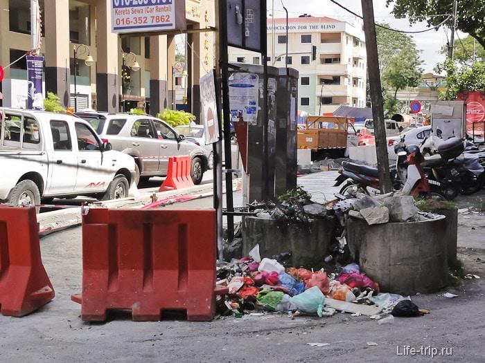 Мусор на улицах города Куала-Лумпур
