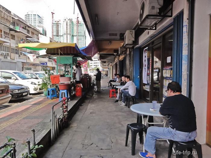 Кафе на улицах Куала-Лумпур