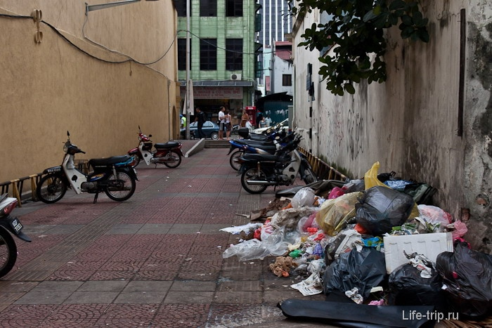 Немножко мусора на улице