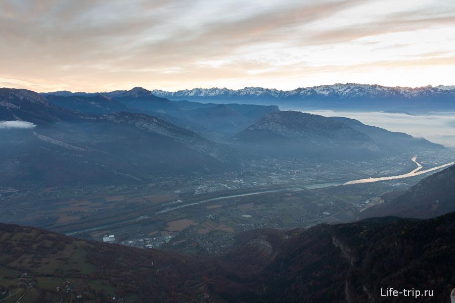 Французские Альпы Гренобля - на рассвете
