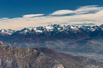 Снежные вершины видны издалека