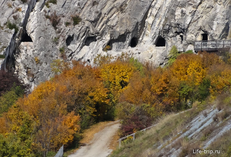 Окошки пещеры около Гренобля