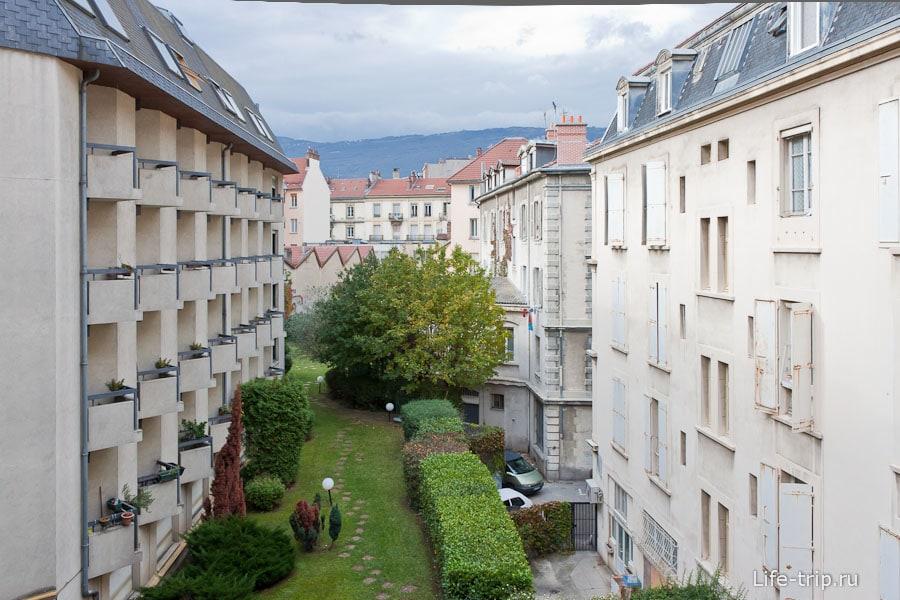 Вот такие в Гренобле бывают дворики