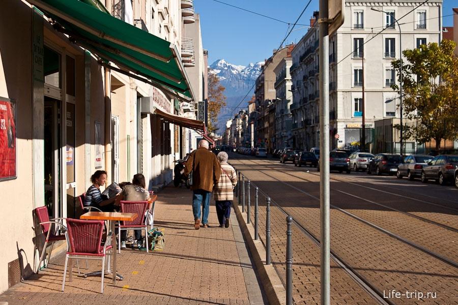 Кафе в Гренобле и Французские горы