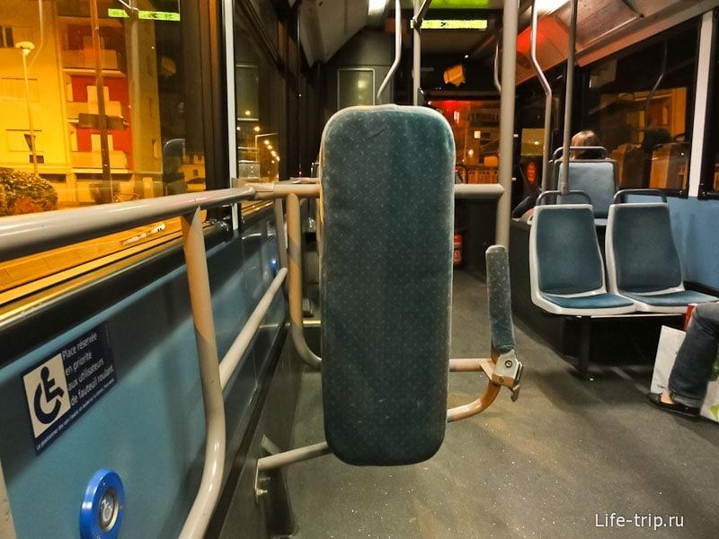 Внутри трамвая Гренобля