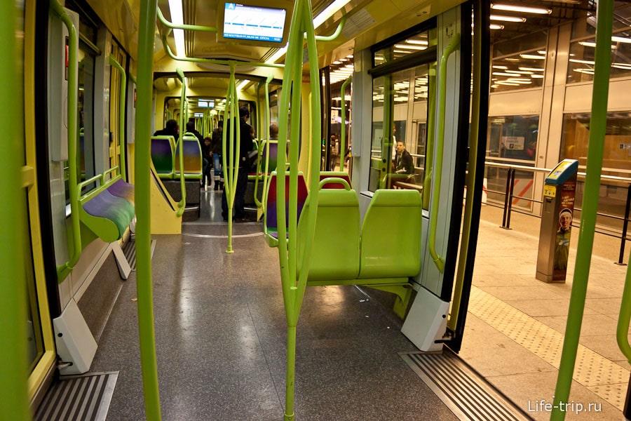 Вход в трамвай Гренобля без приступочки