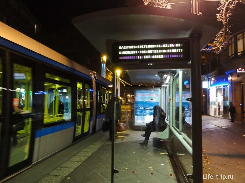 Табло на остановке трамвая