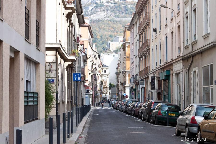 Французские горы в Гренобле видны, куда ни глянь