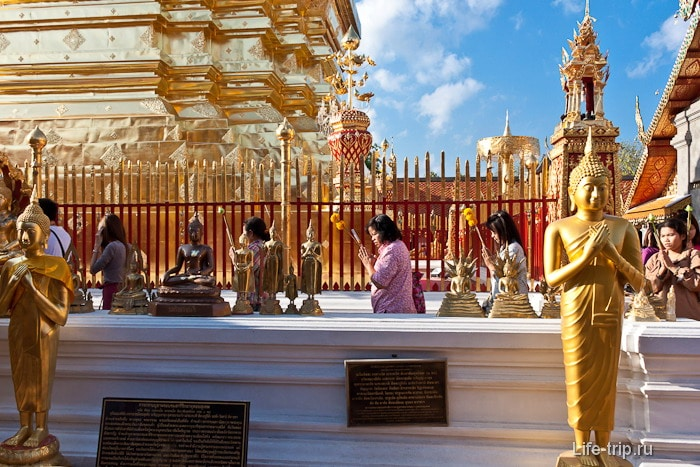 Ходим кругами вокруг Wat и молимся