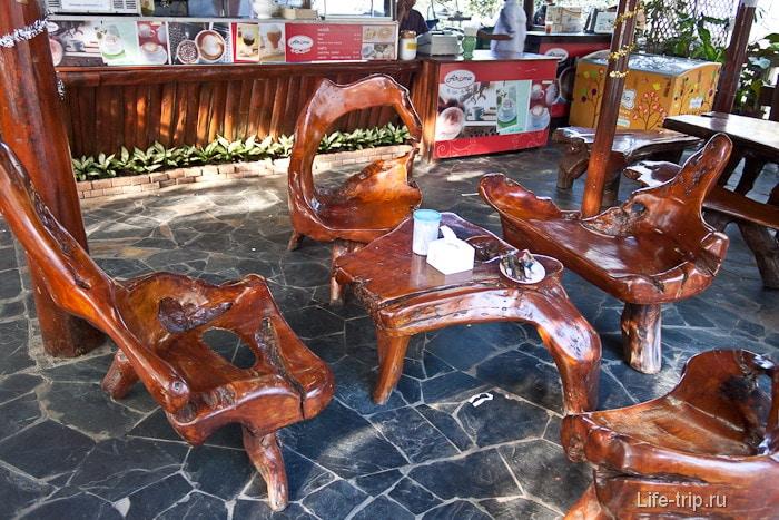 Суперская мебель в кафе Doi Suthep