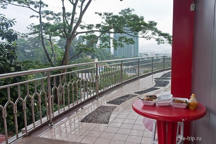 Романтический обед около башни Менара
