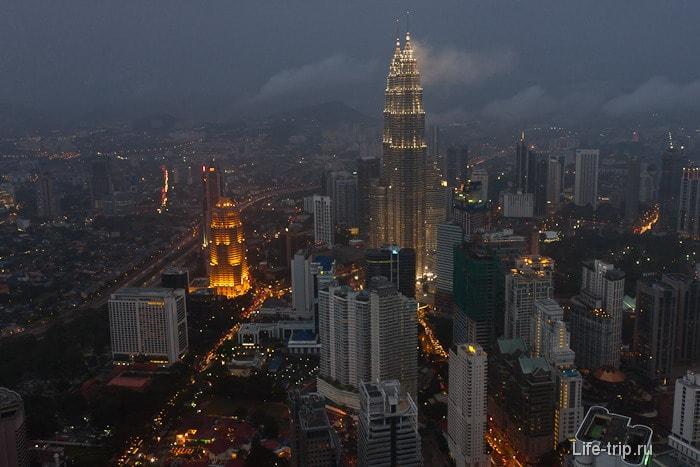 Куала Лумпур и башни Петронас вечером