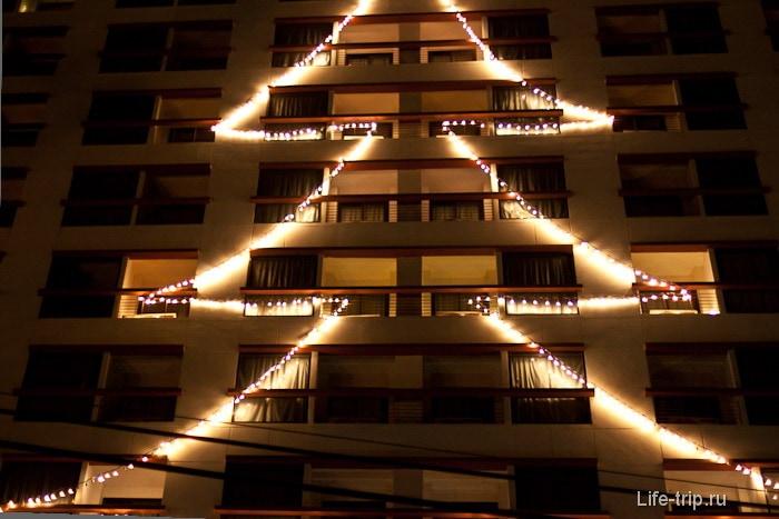 Одна из елок в Новый год в Таиланде
