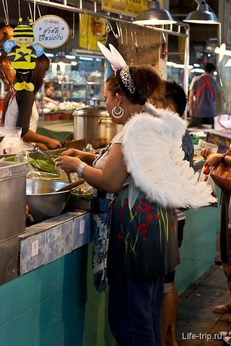 В Новый год в Таиланде на улицах встречаются ангелочки