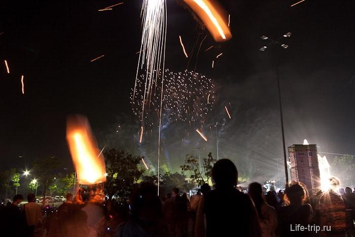 Новый год в Таиланде, фестиваль фейерверков