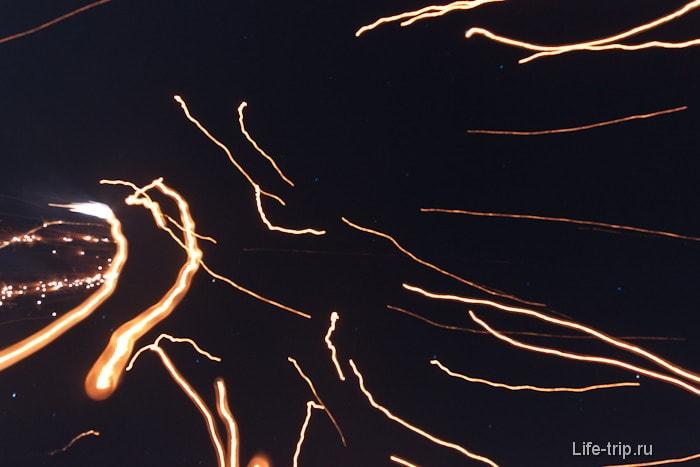 Улетевшие в небо Khom loi (фонарики)