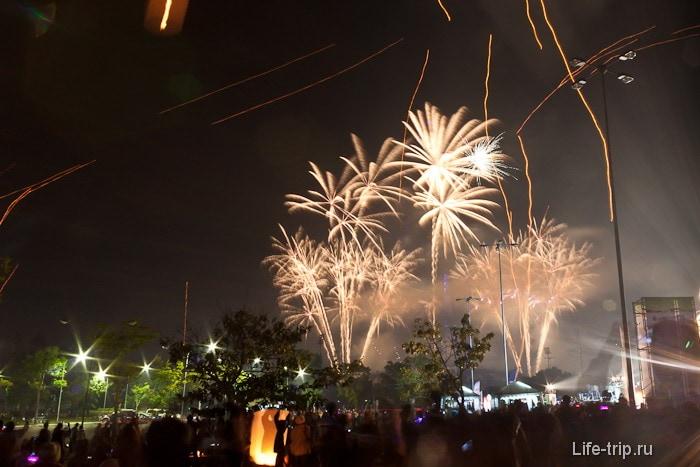 Новогодний салют в Таиланде