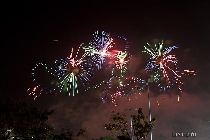 Праздник фейерверков в Новогоднем Таиланде