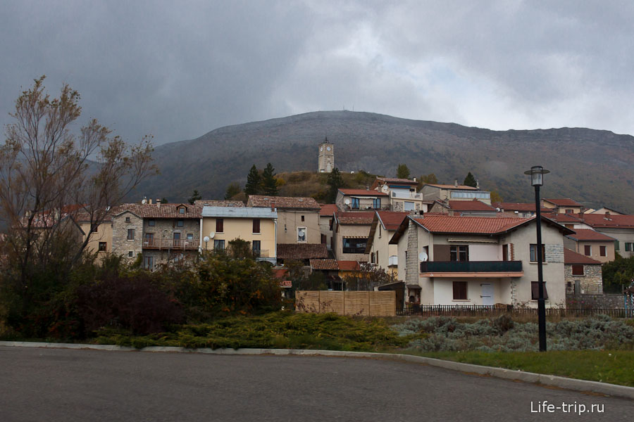 Игрушечный городок на Юге Франции