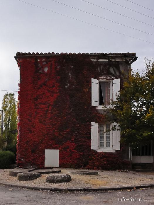 Игрушечный домик в одном из городков на Юге Франции