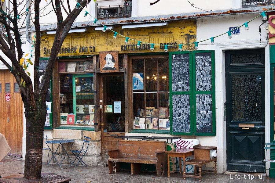 Игрушечный по виду магазин в Париже