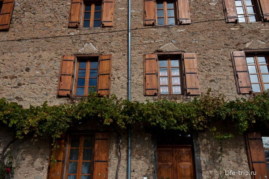 Ставни на окнах - очень типичное явление во Франции