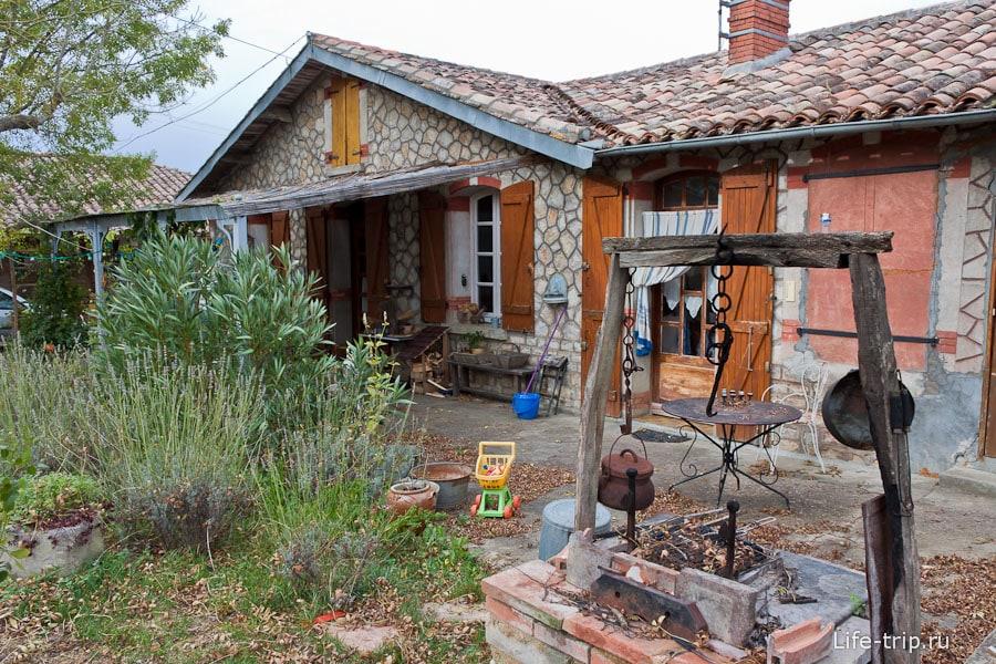 Дом семьи, которая любит все старинное