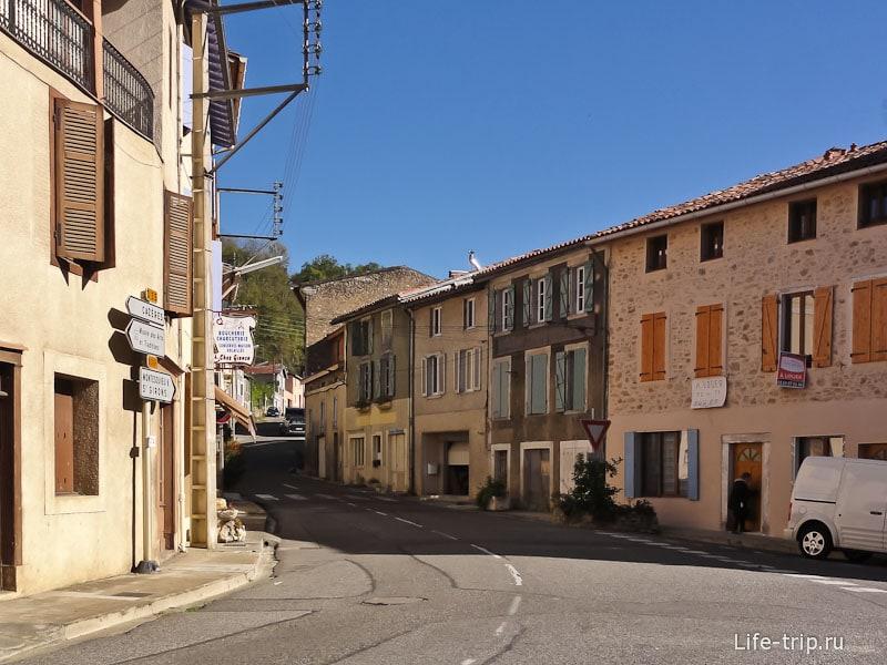 Обычные игрушечные улочки типичного французского городка
