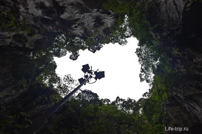 Пещеры Бату - взгляд вверх