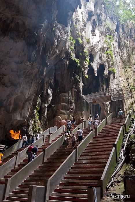 Внутри Пещер Бату