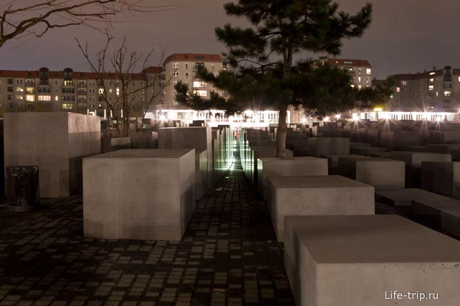 Памятник евреям в Берлине