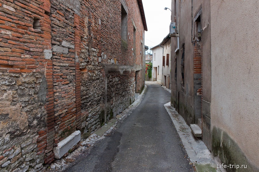 Узкие улочки Франции