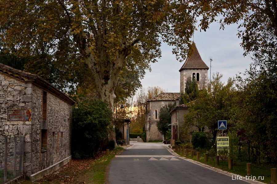 Маленькие каменные городки по дороге - Франция