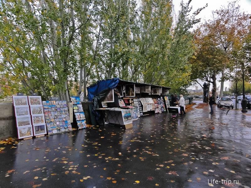 Знаменитые развалы на набережной Сены