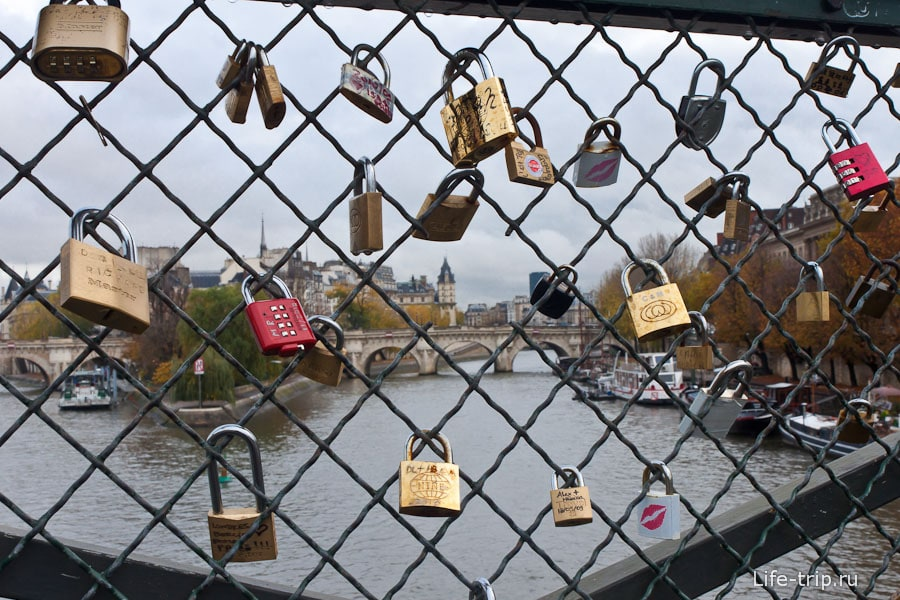 Замки на мосту Искусств (Pont des Arts)