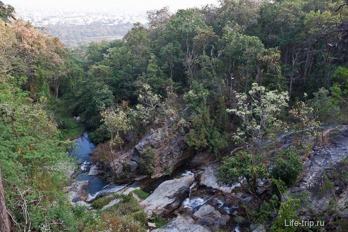 Второй водопад Wang Bua Ban Waterfall